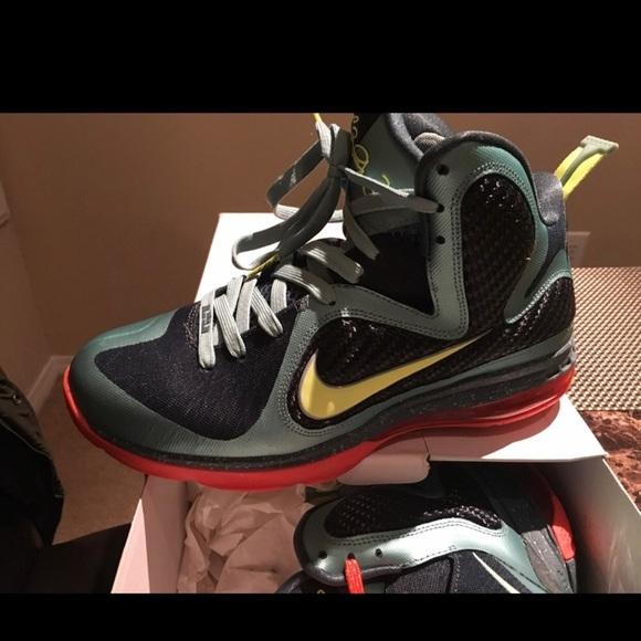 460c0ca89557 LeBron James Nike 8V2 Mens Size 8.5. M 5c159a51df030768f1021bf3